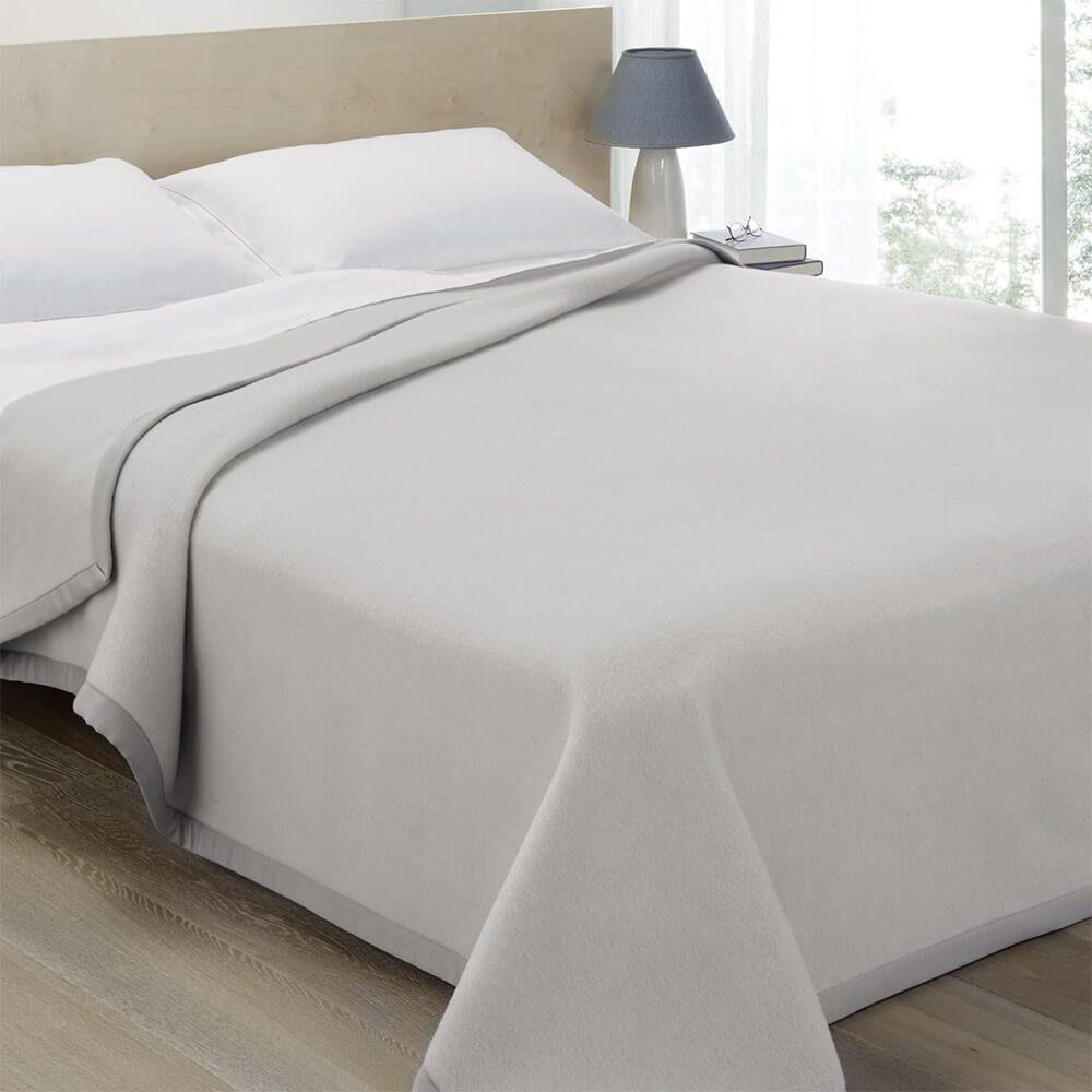 Пледы из шерсти мериноса Marzotto отмечены знаком «Woolmark». Это означает, что качество изделия подтверждено Международным комитетом по шерсти (IWC).
